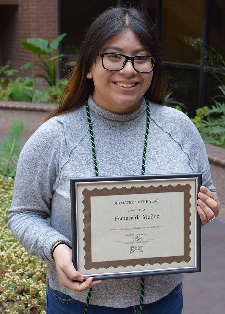 High School Volunteer of the Year Esmeralda Muñoz